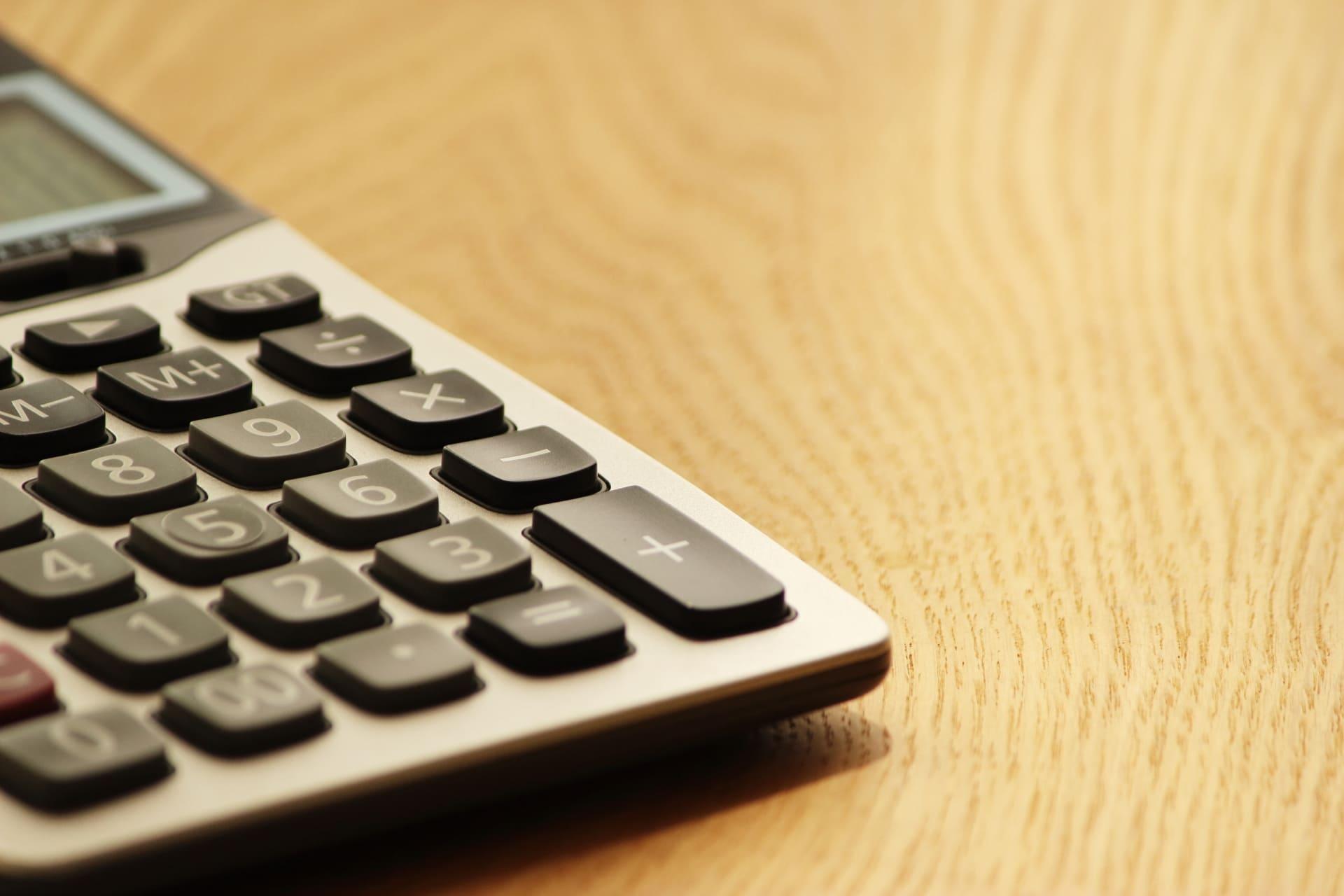 貸金業界の市場規模を計算