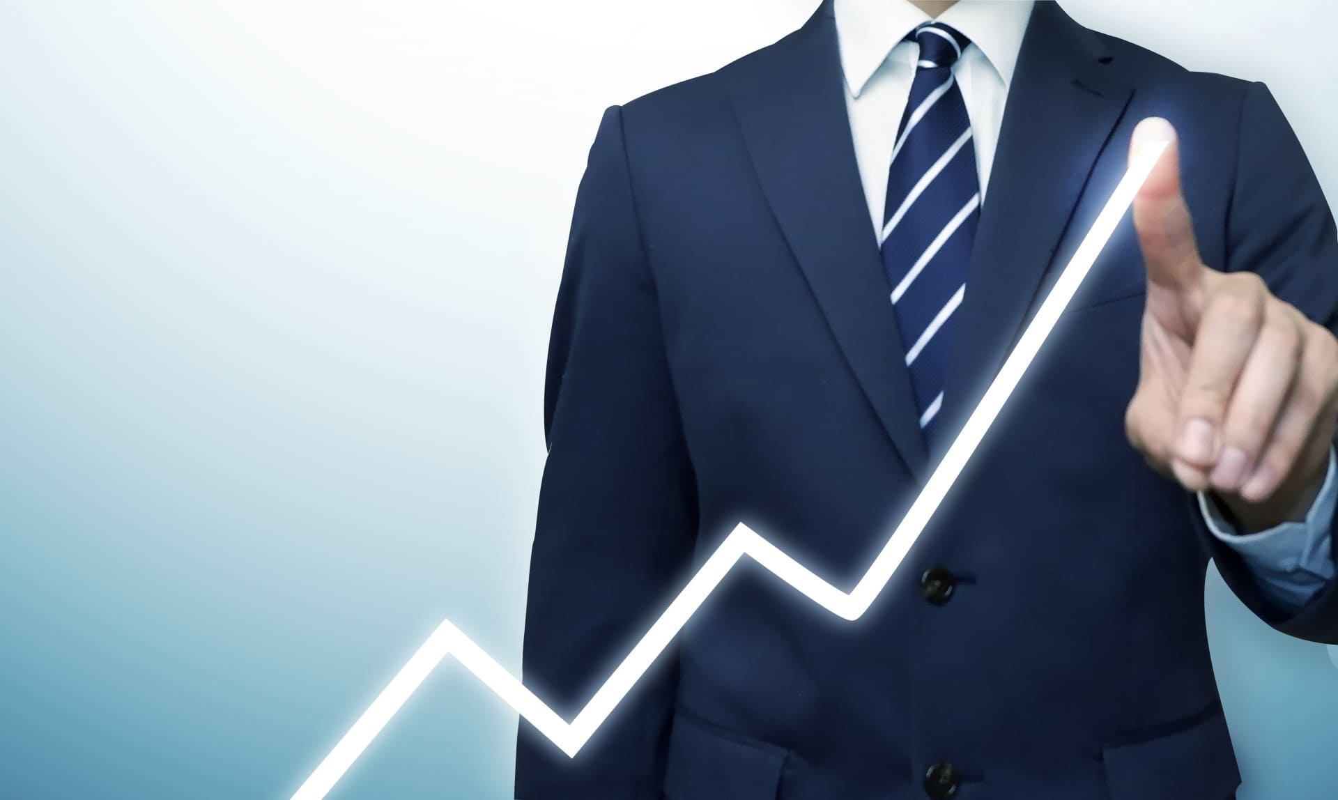 融資と経営を考える男性